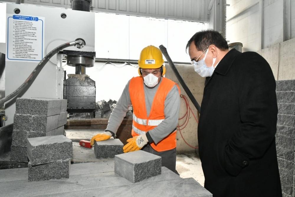 Başkan Demir, sahada incelemede
