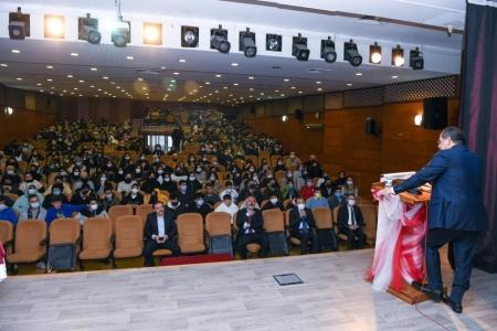 Başkan Demir anlattı, öğrenciler dikkatle dinledi